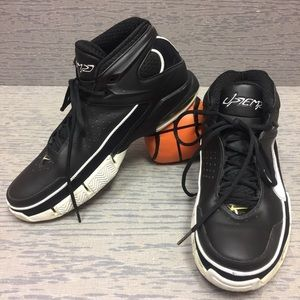Nike Uptemp basketball shoes